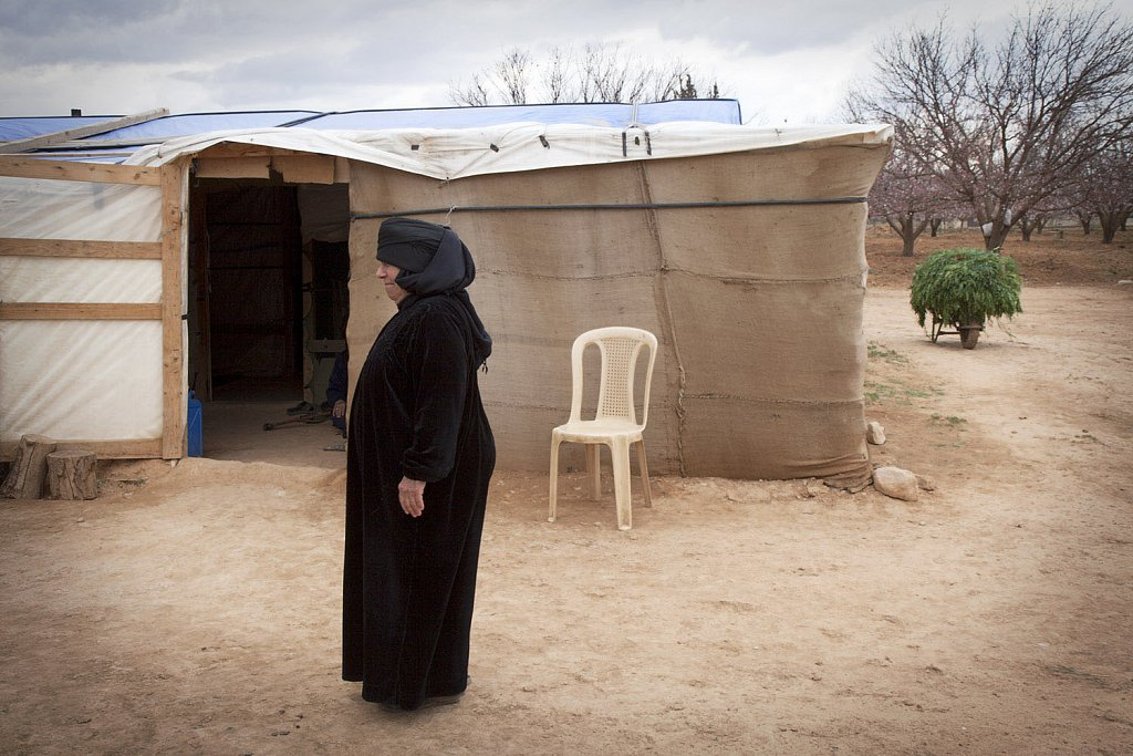 Syrian refugees living in no man´s land territory between the b
